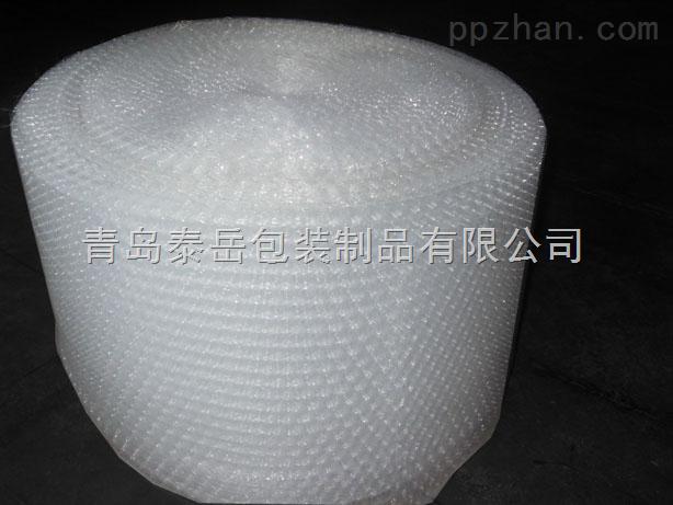 气泡膜主要的作用是防震,一般用在易碎或者包装要求比较高的物品当中,有很好的防震效果与视觉效果,包装成本低廉,却能达到优质的包装效果。 本公司气泡膜是自产自销,价格绝对低廉。我们本着薄利多销的经营理念,最大限度的让利给每一位用户。气泡膜有加厚型和经济型两种。气泡膜宽度有20CM、30CM、40CM、50CM、60CM、70CM、80CM、90CM、100CM、120CM、130CM、140CM、150CM、160CM。还可以根据客户的要求定做任意宽度和厚度气泡膜和任意规格的气泡袋。欢迎垂询订购!